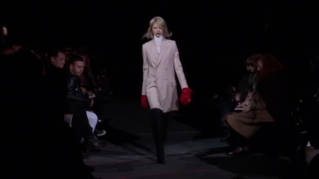 vidéos et rushes de paris fashion week a/w 2010 - défilé de mode