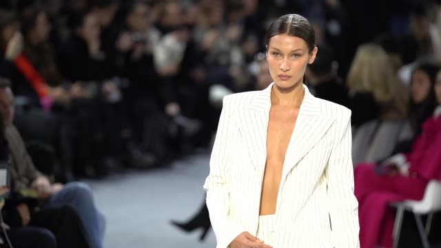 paris fashion week - haute couture spring/summer 2020 : alexandre vauthier on january 21, 2020 in paris, france. - イベントまとめ動画点の映像素材/bロール