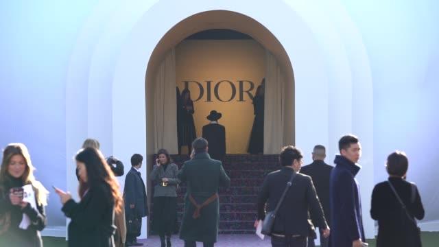 vidéos et rushes de atmosphere paris fashion week haute couture spring/summer 2020 dior on january 20 2020 in paris france - ming