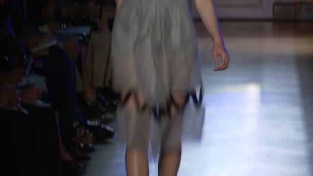 vídeos de stock e filmes b-roll de paris fashion week pretaporter spring/summer 2012 on october 01 2011 in paris france - aparelhagem de áudio