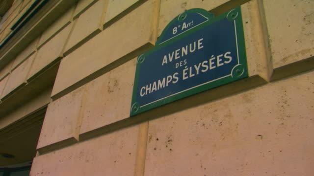 vidéos et rushes de paris, francechamps-elysees street sign on wall - panneau de rue