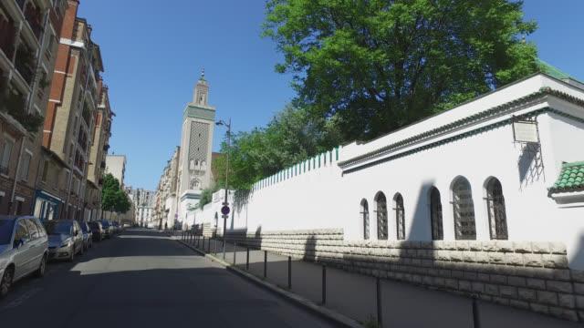 vidéos et rushes de paris great mosque.. may 6, 2020 in paris, france. - mosquée
