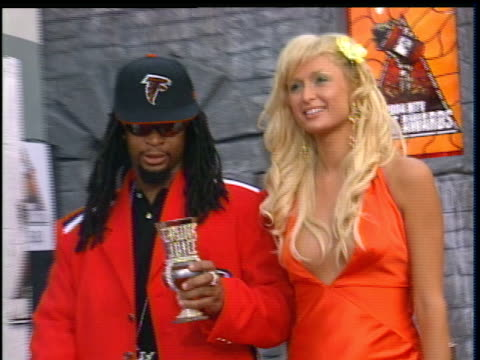 paris hilton and lil jon attending the 2004 mtv movie awards red carpet. - 2004 stock videos & royalty-free footage