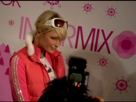 paris hilton at the 2006 sundance film festival 'blender lounge afternoon' at 427 main st in park city utah on january 21 2006 - 道路名の標識点の映像素材/bロール