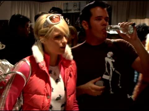 vídeos y material grabado en eventos de stock de paris hilton at the 2006 sundance film festival 'blender lounge afternoon' at 427 main st. in park city, utah on january 21, 2006. - señal de nombre de calle