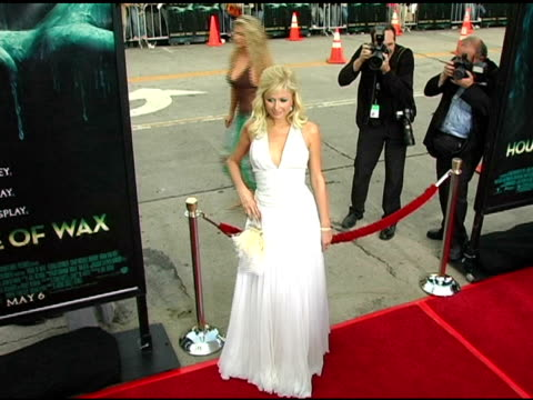 vídeos y material grabado en eventos de stock de paris hilton at the 'house of wax' premiere on april 26 2005 - paris hilton
