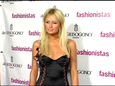 vídeos y material grabado en eventos de stock de paris hilton at the launch party for new book 'fashionistas' arrivals at the argyle in hollywood california on november 30 2004 - paris hilton