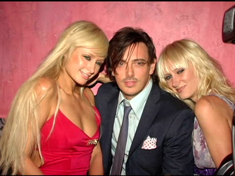 vídeos y material grabado en eventos de stock de paris hilton donovan leitch and kimberly stewart at the red party in celebration of the first anniversary of spider club hosted by paris hilton at... - paris hilton