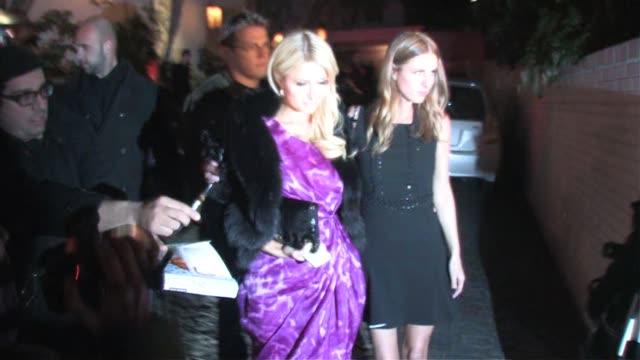 vidéos et rushes de paris hilton outside chateau marmont in west hollywood at the celebrity sightings in los angeles at los angeles ca - paris hilton