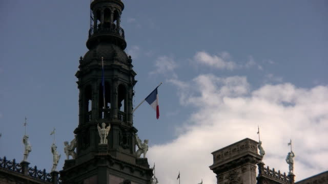 stockvideo's en b-roll-footage met paris, hotel de ville - town hall
