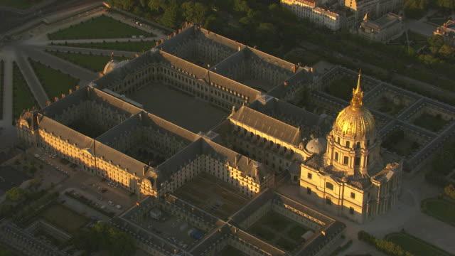 vidéos et rushes de paris : hôtel des invalides - monument