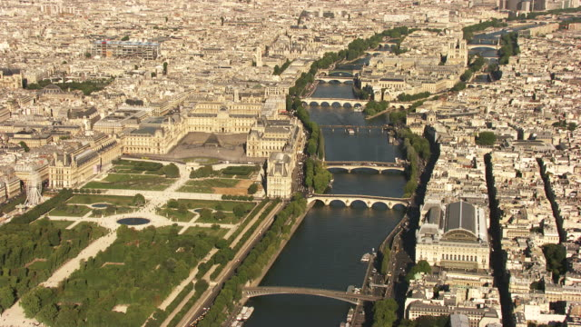 paris : ile de la cité with the louvre and notre dame - louvre stock videos and b-roll footage