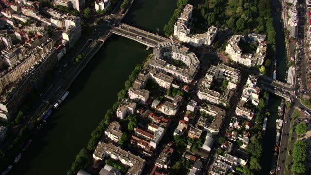 paris : ile saint-germain - végétation verdoyante stock videos & royalty-free footage
