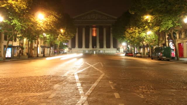 stockvideo's en b-roll-footage met paris-madeleine kerk 4k - rue royale