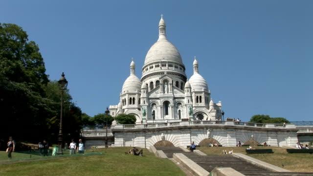 paris, montmartre, sacre coeur - basilique du sacre coeur montmartre stock videos and b-roll footage