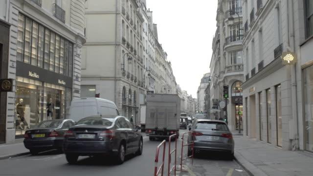 stockvideo's en b-roll-footage met paris, narrow street - narrow