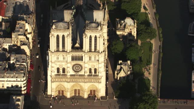 paris : notre dame on île de la cité - notre dame de paris stock videos & royalty-free footage