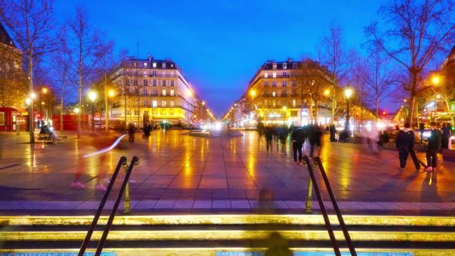 vidéos et rushes de paris. république square. subway entrance. shopping mall - luminosité