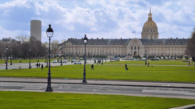 paris scene. architecture. field. park - paris france stock videos & royalty-free footage