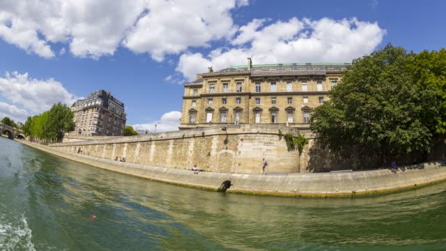 vidéos et rushes de paris seen from river seine. - ensoleillé