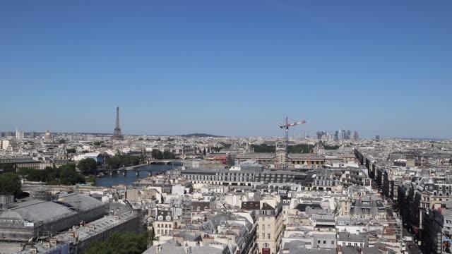 vidéos et rushes de paris skyline - plan large