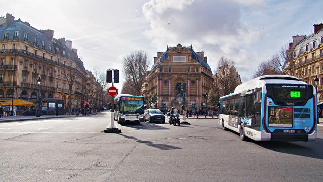 vidéos et rushes de paris street. downtown - bus