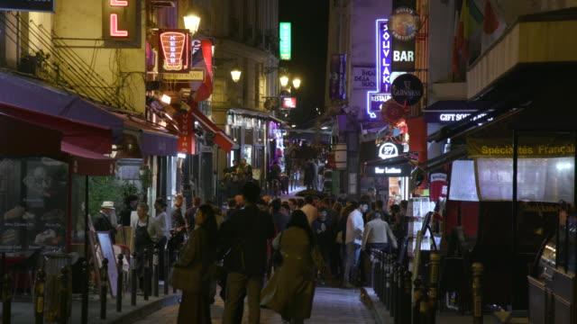 stockvideo's en b-roll-footage met paris street with bars and restaurants, night - bar gebouw