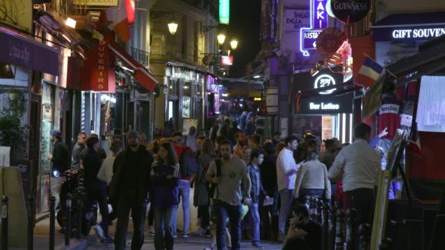 paris street with bars and restaurants, night - städtischer platz stock-videos und b-roll-filmmaterial