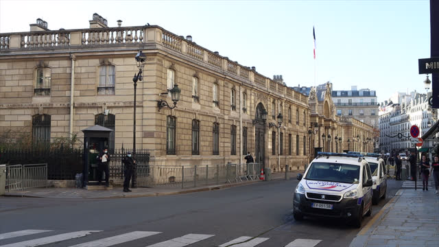 paris subdued in second coronavirus nation-wide lockdown - french culture stock videos & royalty-free footage