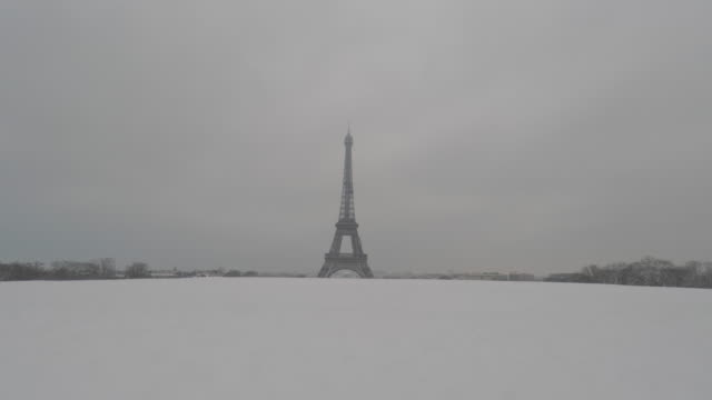 paris under the snow, 2018, eiffel tower - eiffel tower stock videos & royalty-free footage