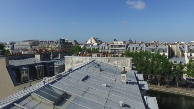 paris - wolkenloser himmel stock-videos und b-roll-filmmaterial