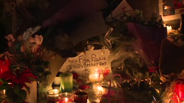 vídeos y material grabado en eventos de stock de paris was plunged into three days of mourning as residents struggled to come to terms with the deadly attacks 10 months after jihadists hit satirical... - satírico