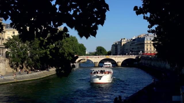 vidéos et rushes de paris avec le bord de la rivière - admirer le paysage