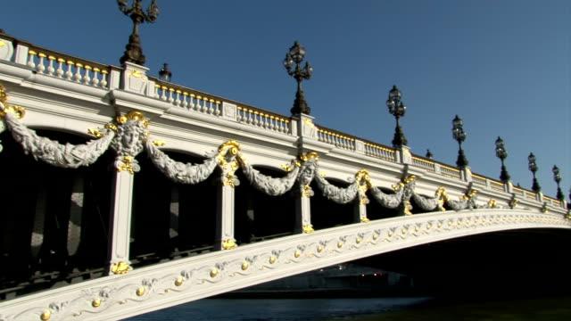 パリアレクサンドル 3 世橋 - アレクサンドル3世橋点の映像素材/bロール