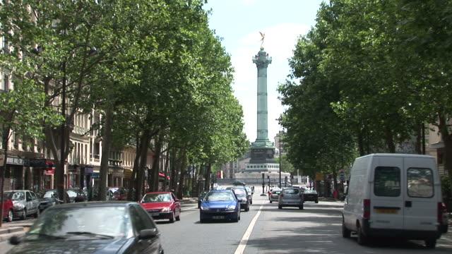 vídeos de stock, filmes e b-roll de parisdistant view of place de la bastille in paris france - bastille