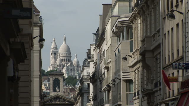 parisdistant view of sacre coeur cathedral in paris france - サクレクール大聖堂点の映像素材/bロール