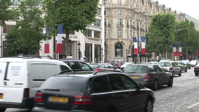 ParisHeavy traffic in a Blvd of Paris France