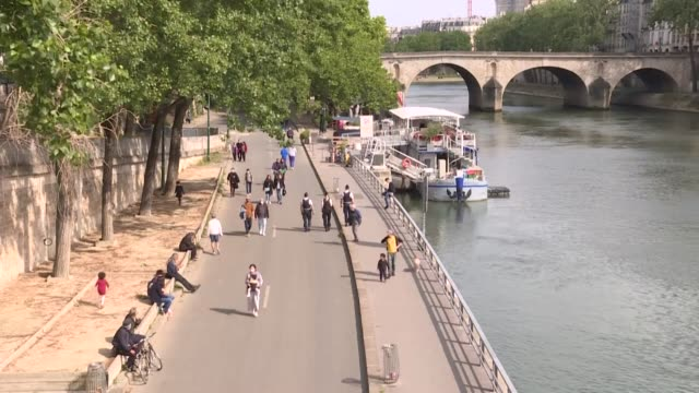FRA: Parisians return to the banks of the River Seine after lockdown restrictions ease