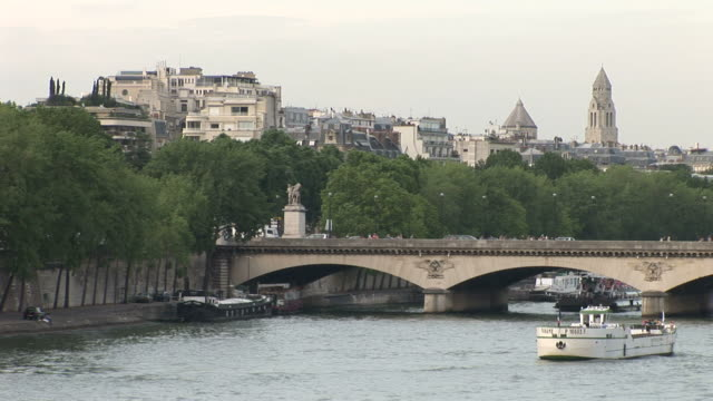 vídeos y material grabado en eventos de stock de parisle pont d iena bridge in paris france - pasear en coche sin destino