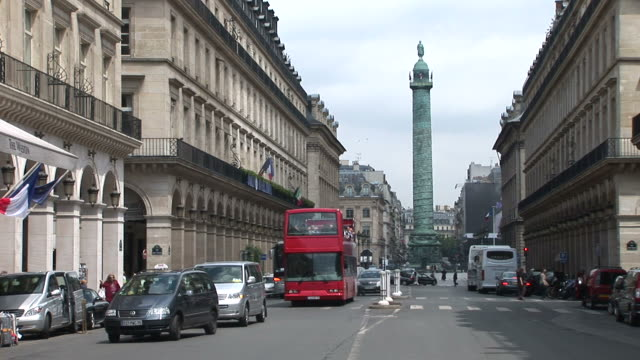 stockvideo's en b-roll-footage met parislong view of place vendome in paris france - colonne vendome