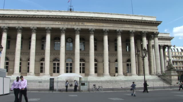 parispalais brongniart in paris france - paris stock exchange stock videos & royalty-free footage