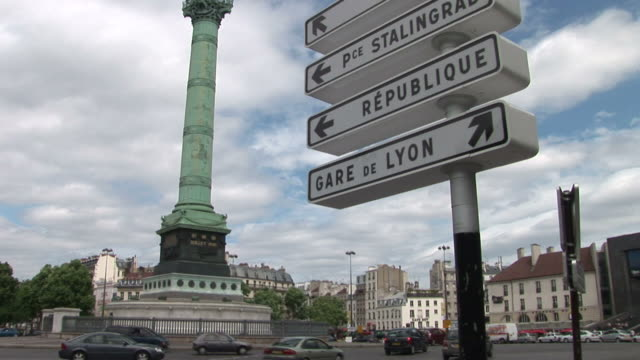 parisplace de la bastille and grae de lyon signboard in paris france - バスティーユ点の映像素材/bロール