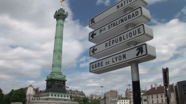 vídeos de stock, filmes e b-roll de parisplace de la bastille and signboard in paris france - bastille