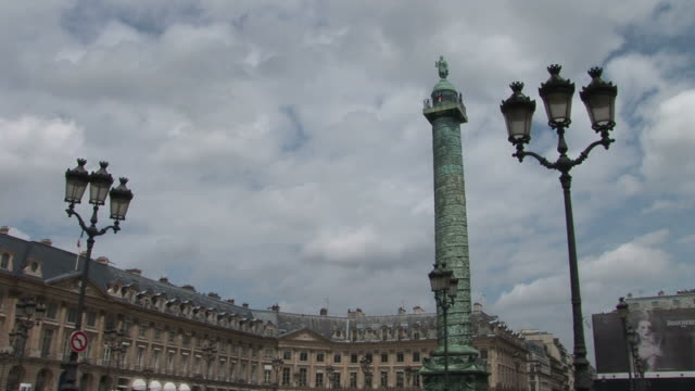 stockvideo's en b-roll-footage met parisview of la colonne vendome in paris france - colonne vendome