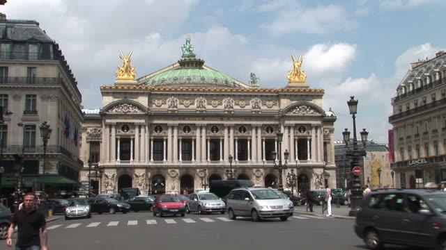 vídeos de stock, filmes e b-roll de parisview of opera garnier building in paris france - teatro de ópera