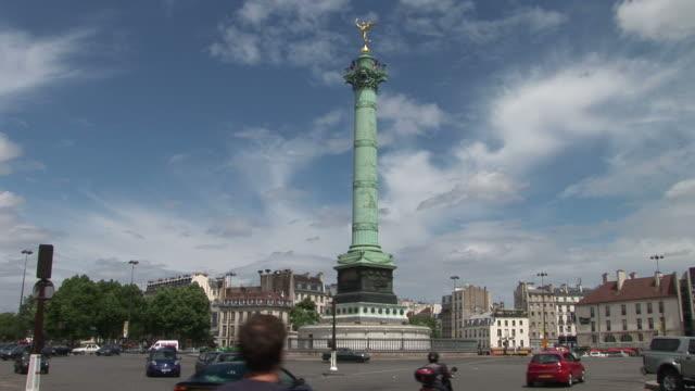 vídeos de stock, filmes e b-roll de parisview of place de la bastille in paris france - bastille