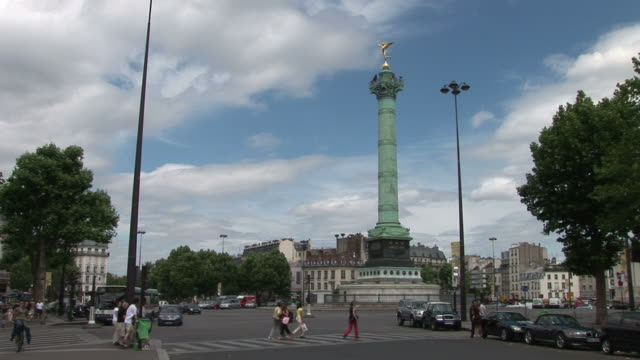 parisview of place de la bastille in paris france - バスティーユ点の映像素材/bロール