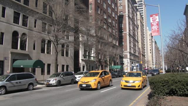 park avenue traffic, luxury high rises - upper east side, manhattan - scott mcpartland stock videos & royalty-free footage