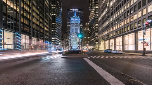 stockvideo's en b-roll-footage met park avenue traffic time lapse - metlife building