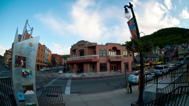park city intersection timelapse - park city utah video stock e b–roll